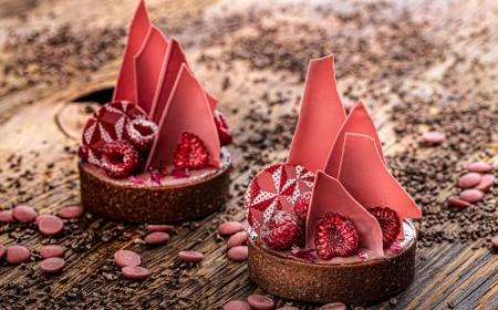 Tarta malinowa z ganache na bazie czekolady Ruby