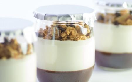 Chocolate yoghurt pots