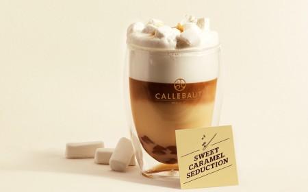 Seducción de chocolate caliente con caramelo dulce