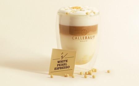 带有白珍珠意式浓咖啡的热巧克力