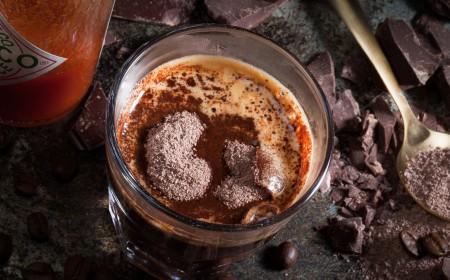 添加香料的巧克力咖啡