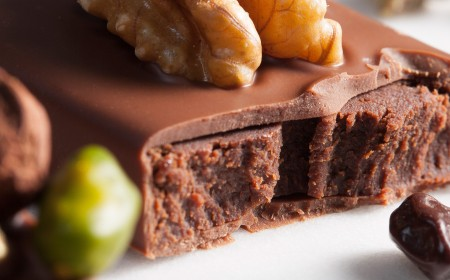 Crunchy chocolate and nuts bar