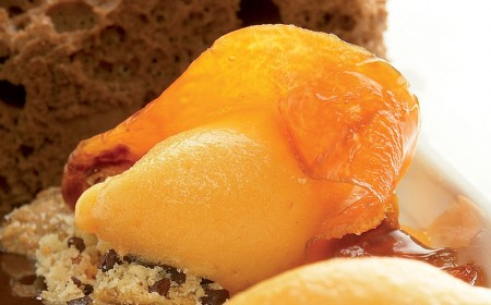 Einfaches Schokoladenbiscuit mit Karotten- und Orangen-Sorbet