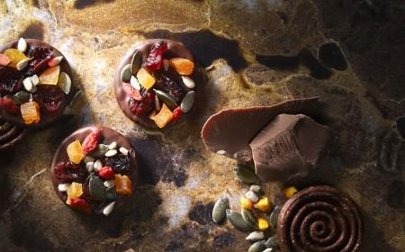 Čokoládové Mendiants s ovocem a ořechy