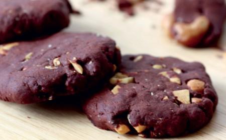 Chocolate liquor and cashew cookies