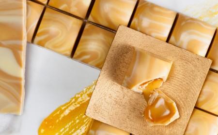 Gold & Apricot bonbon