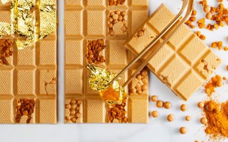 Goldtafel mit Zimt und Spekulatiusstückchen