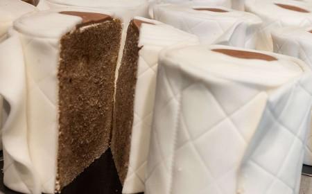 Kuchen im Toilettenpapier-Stil