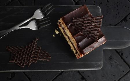 Vegane Schokoladen-Sauerkirsch-Schnitte