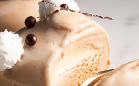 Bolo de gelato com gotas de orvalho