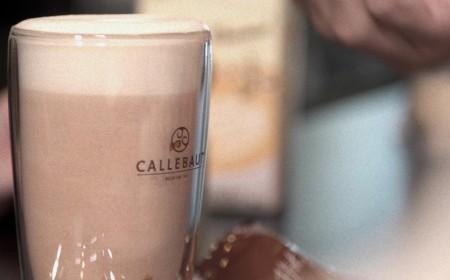 Yalancı iğdeli ve baharatlı sıcak çikolata