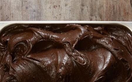 Dunkles Schokoladeneis