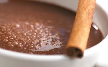 Skořicí kořeněná horká čokoláda