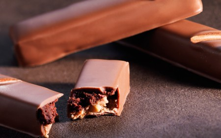 Brazil ganache and cashew praline stick
