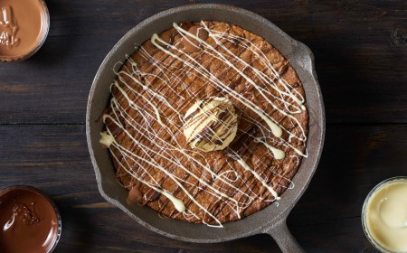 SHARING COOKIE SKILLET
