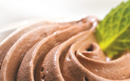 Schoko-Mousse mit Pfefferminze