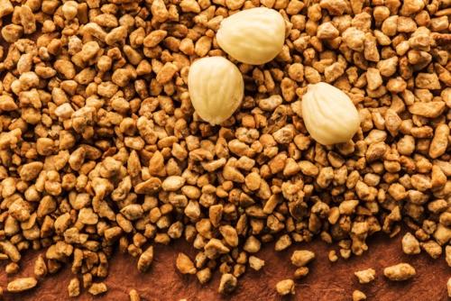 Organic blanched almond sablage