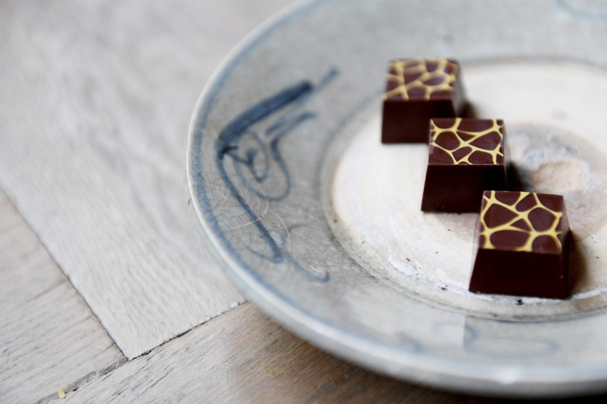Dark chocolate without added sugar for bakery & molding