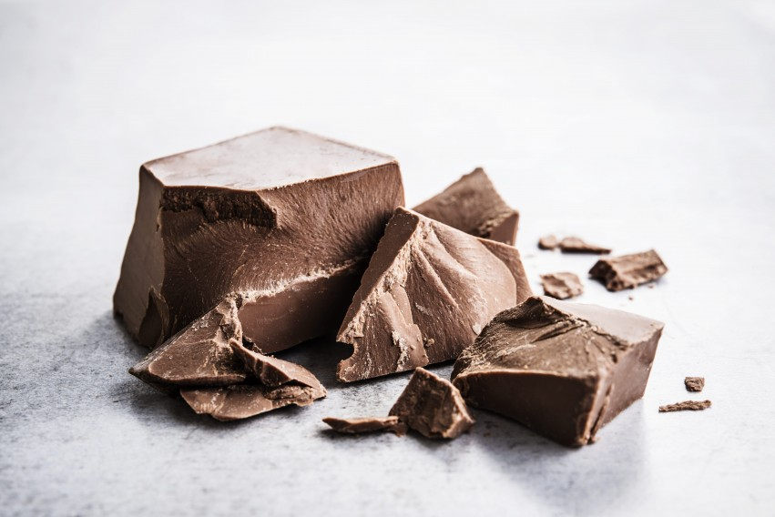 Milk chocolate with dairy protein and without added sugar